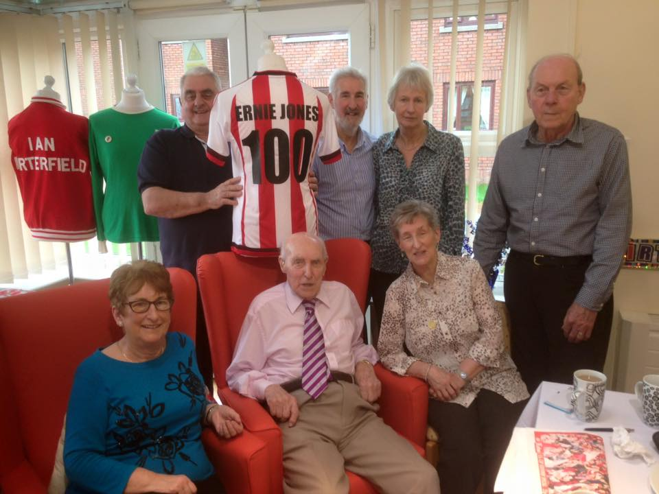 SAFC Museum Visits 100 Year Old Supporter With Sunderland Legends