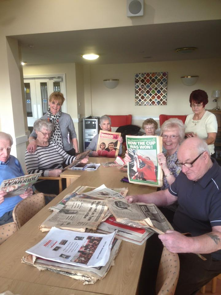 Fans Museum Visits residents of High Grindon House
